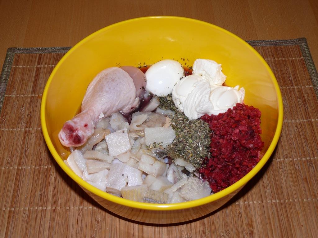 Fischmix, Gemüsemix, Ei, Quark, Hühnerbein, Kräuter, Öl