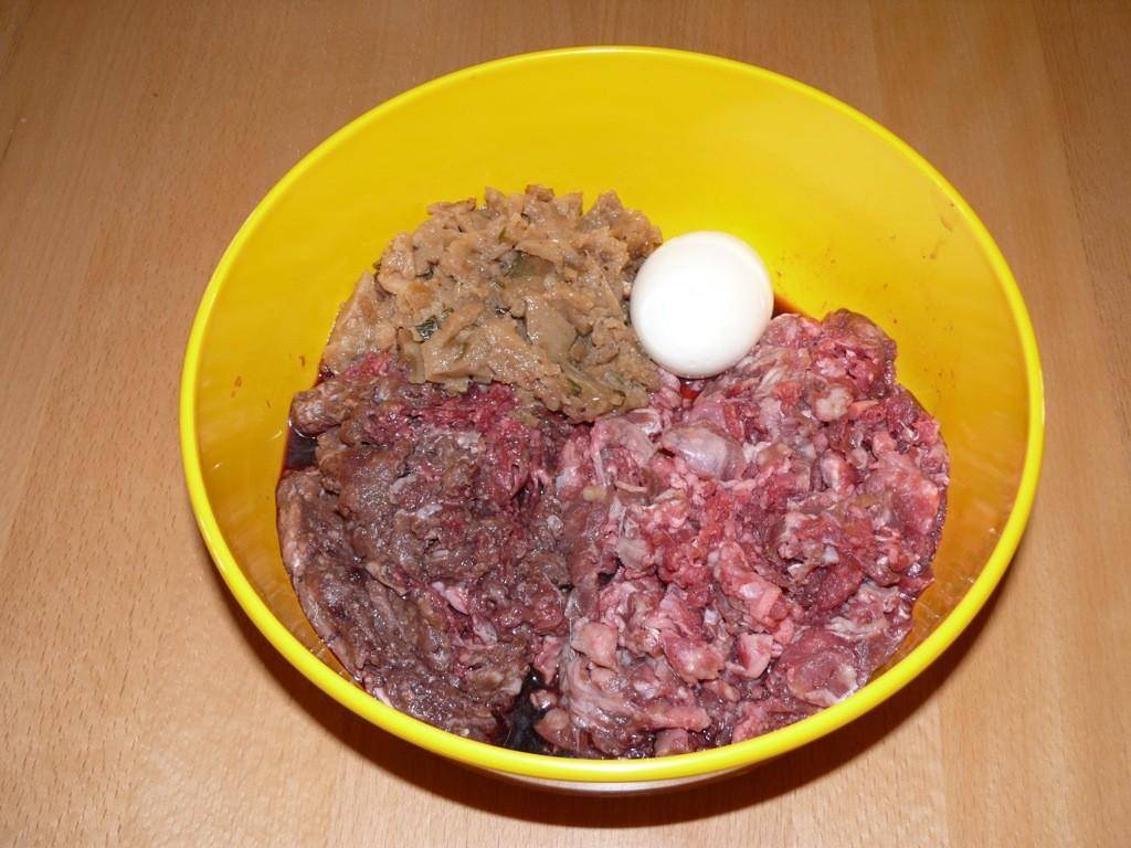Ziegenfleisch, Ziegenmix, Kartoffel-Zucchini-, Pastinaken-, Waldbeeren-Mix, Ei, Öle, Kräuter, Supplemente-Mix